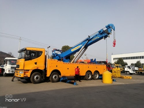 China tow truck for sale. My wechat is 17671140683